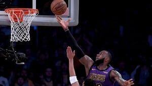 LeBron James increased his career total to 31,425 points during a fourth win in a row for the LA Lakers