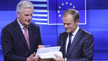 Michel Barnier agus Donald Tusk