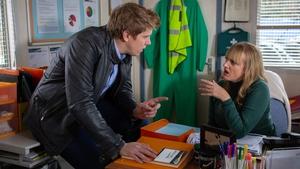 Robert asks for Nicola's help in a dodgy scheme on Emmerdale...