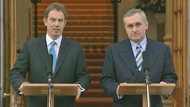 British Prime Minister Tony Blair and Taoiseach Bertie Ahern addressing the media outside government buildings (1998)