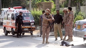 Pakistani security forces outside the Chinese consulate after the armed attack in Karachi