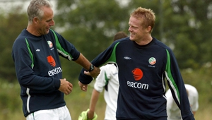 Mick McCarthy and Damien Duff at Ireland training in 2002