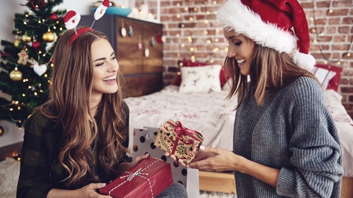 Beauty junkie, Pam Connell reveals her top 5 picks for Christmas gifts under €30.