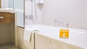 Fianna Fáil Senator calls for hotels to ditch baths following a serious injury