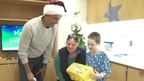 Obama brings Christmas cheer to children in hospital