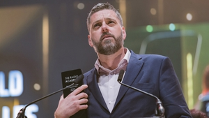 Radio host Iain Lee kept a suicidal man on the phone for half an hour while emergency services tried to find him
