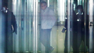 Greg Kelly (C) walks out of the Tokyo Detention House