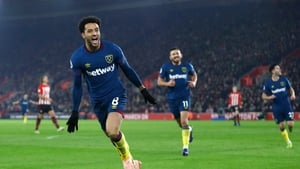 Felipe Anderson celebrating his second goal