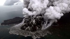 Huge chunks of Anak Krakatoa slid into the sea