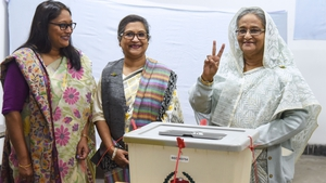 Bangladeshi Prime Minister Sheikh Hasina (R) castS her vote, as her daughter Saima Wazed Hossain (1st L) and her sister Sheikh Rehana (2nd L) look on