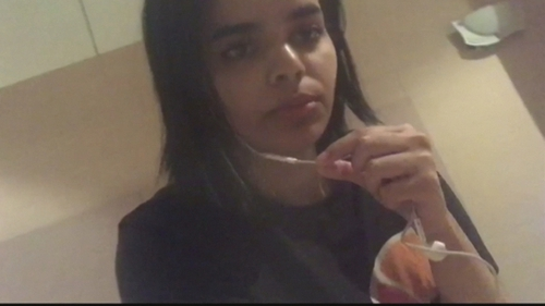 Rahaf Mohammed al-Qunun said she was fleeing her 'abusive' family (Pic: Twitter @RAHAF84427714)