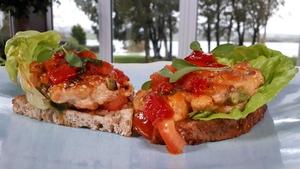 Neven's Salmon Burgers