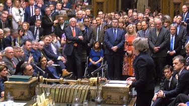 Theresa May ag labhairt i bparlaimint Westminster aréir