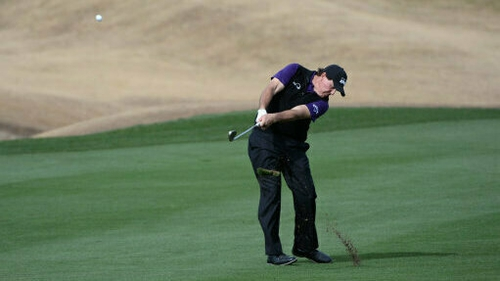 Mickelson flirts with 59 in first start of season