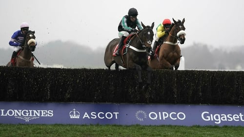 Awesome Altior eases to win No 17