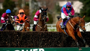 La Bague Au Roi led from the start in the Flogas Novice Chase