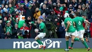 Keith Earls scores Ireland's second-half try