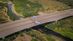 Venezuelan National Guard blocked Tienditas bridge in Cucuta to prevent the entry of humanitarian aid