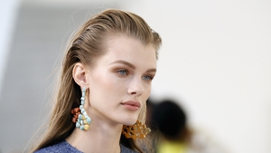 Learn how to recreate chic sunset eyes in earthy shades, as seen at the recent Brown Thomas spring-summer show.