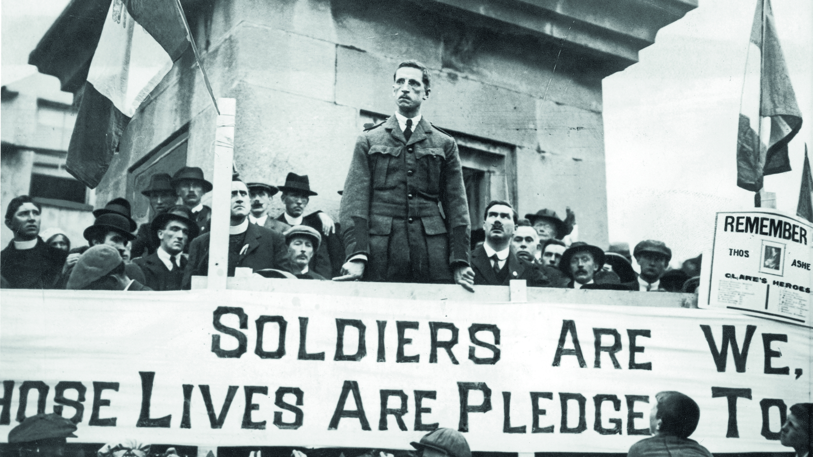 Image - De Valera during the 1917 campaign. The Clare team paraded before matches in the 1917 All-Ireland Football Championship with a banner expressing their support.