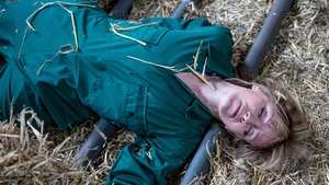 Rhona suffers an accident on the farm