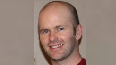 Fuair Charles McCarthy as Corcaigh bás i ndiaidh ionsaí inar sáthadh scriúire in uisinne a chloigeann san Astráil ar an 23ú Nollaig 2017. Fuarthas Andrew Doan neamhchiontach ina dhúnmharú ach ciontach i ndúnorgain