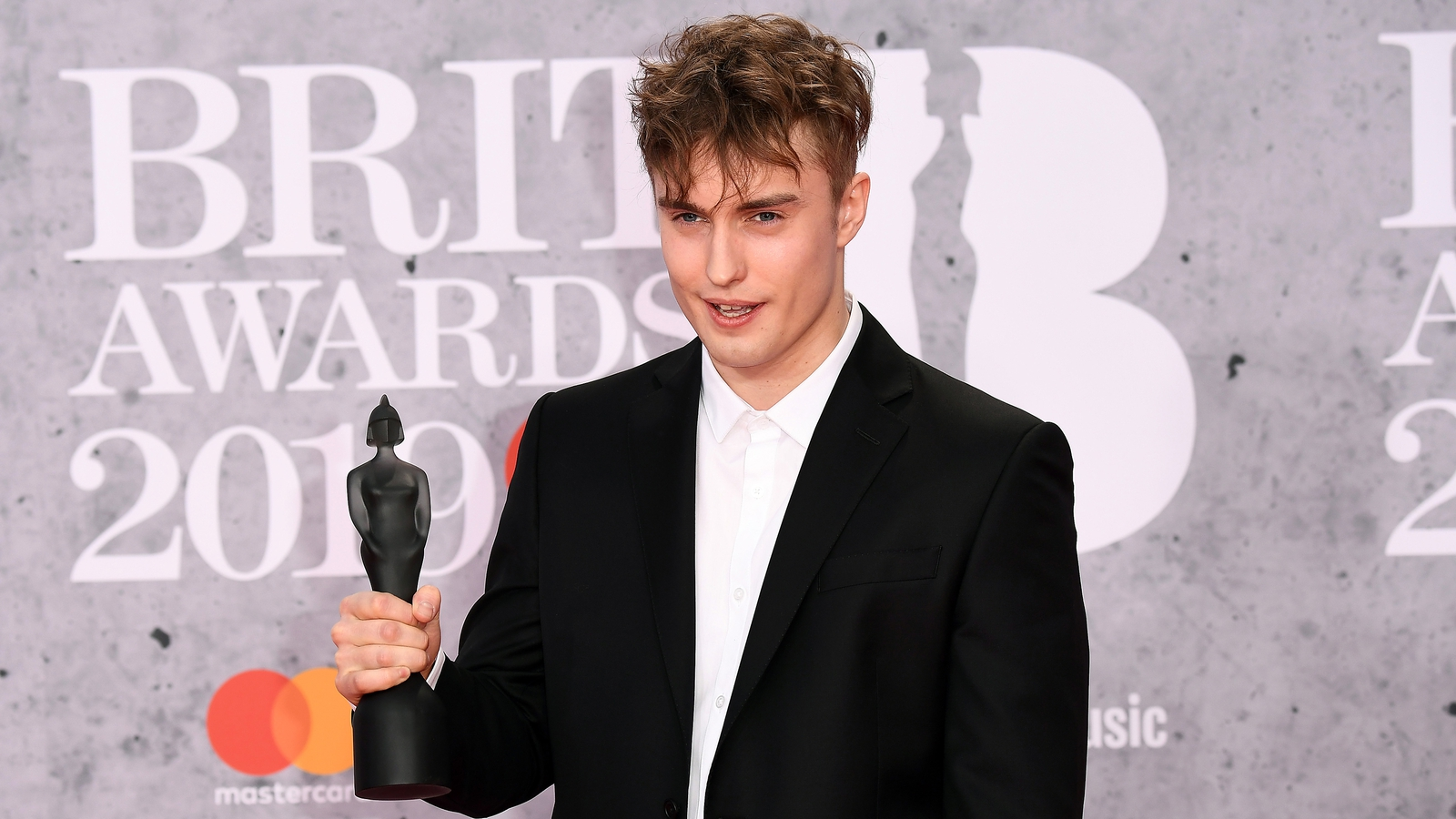 Sam Fender to play world's first socially-distanced gig thumbnail