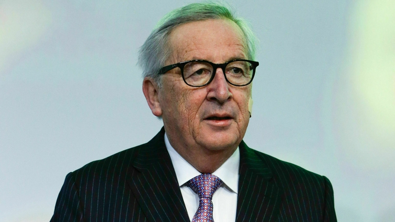 Juncker cuts holiday short to have gall bladder removed