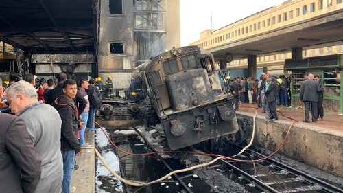 25 dead in blaze at Cairo train station