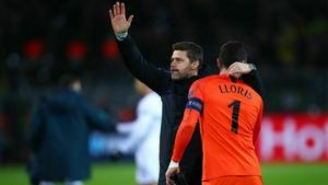 Mauricio Pochettino (L) celebrates with goalkeeper Hugo Lloris