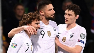 Antoine Griezmann (L) is congratulated by Olivier Giroud and Benjamin Pavard