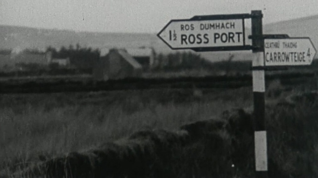 Signpost for Ros Dumhach and Ceathrú Thaidhg (1969)