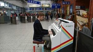 Singer/songwriter Dylan Howe entertaining commuters at Kent Station in Cork