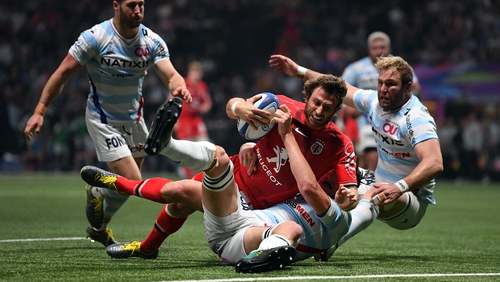 Maxime Medard of Toulouse dives over to score his side's second try