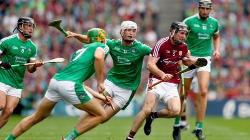 Limerick's Kyle Hayes (C) and Dan Morrissey (2nd L) close down Galway's Padraig Mannion during the All-Ireland final