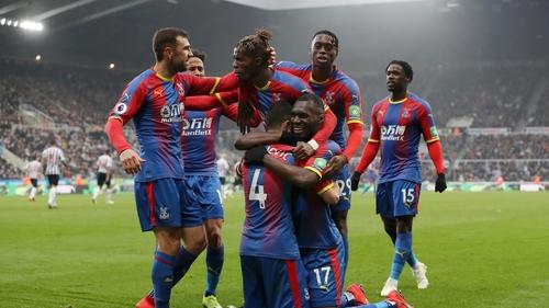 Crystal Palace celebrate Luka Milivojevic's late penalty