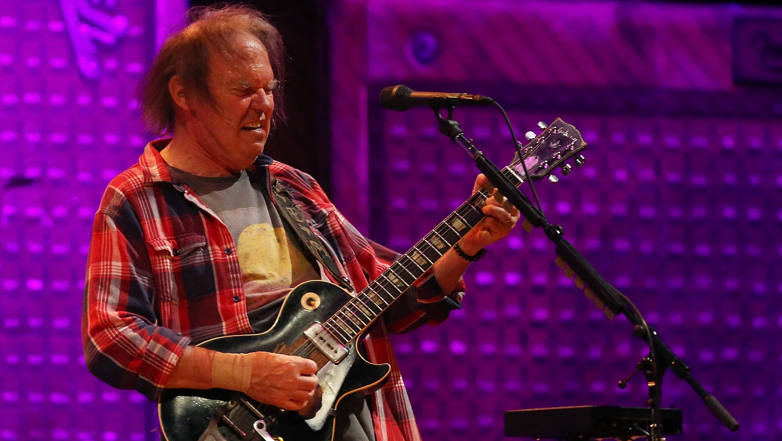 """""""It's not OK with me"""": Neil Young slams Trump"""