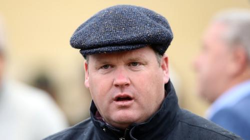 Fágann an cosc a cuireadh ar Gordan Elliott inniu nach mbeidh cead aige páirt a ghlacadh i Cheltenham na bliana seo.