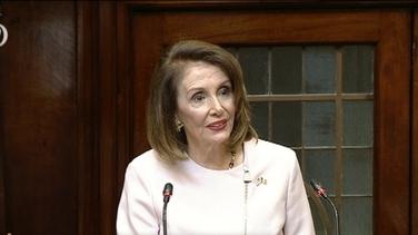 Nancy Pelosi ag labhairt sa Dáil inniu
