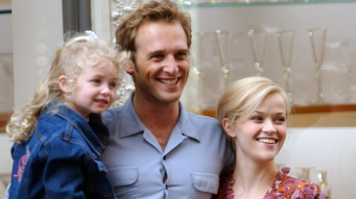 Sweet Home Alabama final scene with Josh Lucas, Reese Witherspoon and child