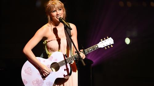 Taylor Swift: adulation for Macca