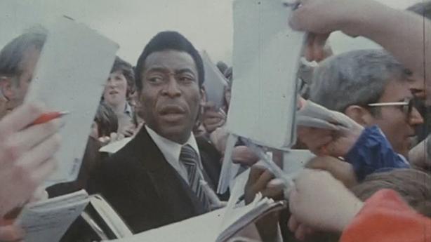 Pelé signs autographs