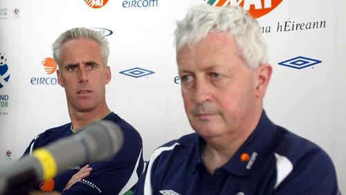 Brendan Menton alongside Mick McCarthy at the 2002 World Cup