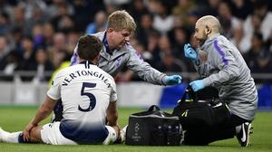 Jan Vertonghen receives treatment