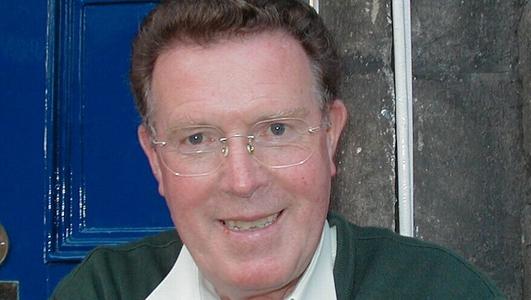 Liam Mac Con Iomaire, nach maireann.