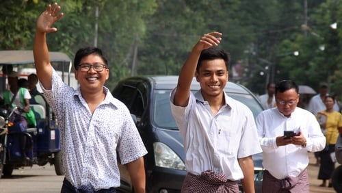 Wa Lone (L) and Kyaw Soe Oo gesture outside Insein prison after being freed in a presidential amnesty in Yangon