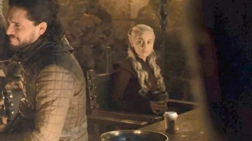 """""""The latte that appeared in the episode was a mistake. Daenerys had ordered an [sic] herbal tea"""" Screenshot: HBO"""