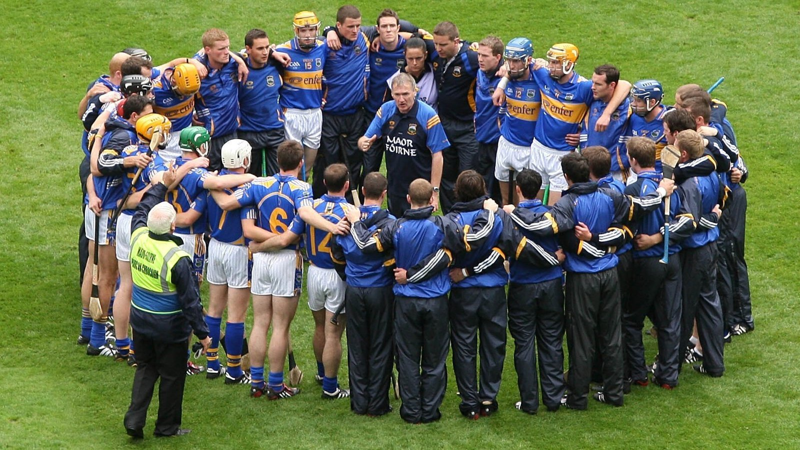 Image - Eamon O'Shea speaks to the Tipp players before the 2009 final