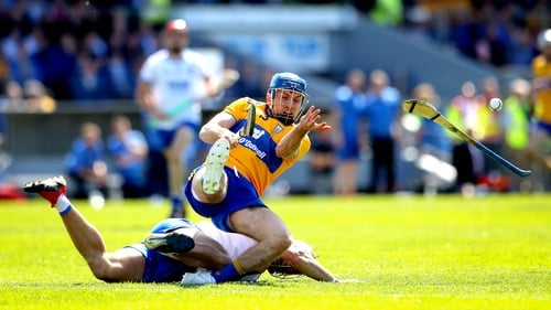 Shane Fives tackles Clare's Shane O'Donnell