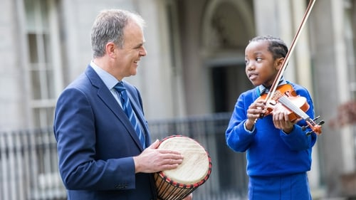 Shammah, (right) who is learning violin as part of the Music Generation programme in South Dublin, with (left) Minister for Education and Skills, Joe McHugh T.D